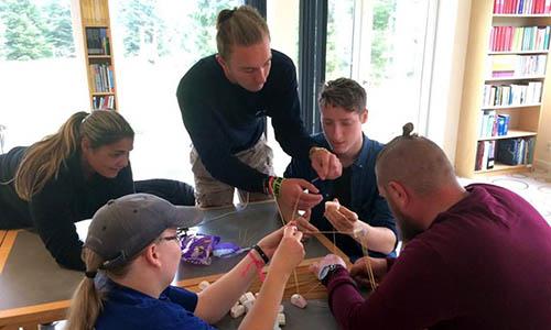Dagskolen på Bustrup fungerer som intern skole. Skoletilbud for opholdssted, med velfungerende helhedsløsning.